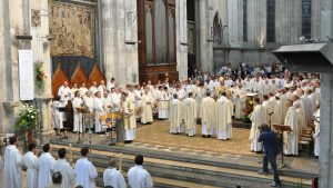 Devenir prêtre en Isère