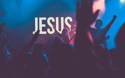 Aide-les à fonder leur identité à l'image du Christ. Ouvre leur esprit au discernement.
