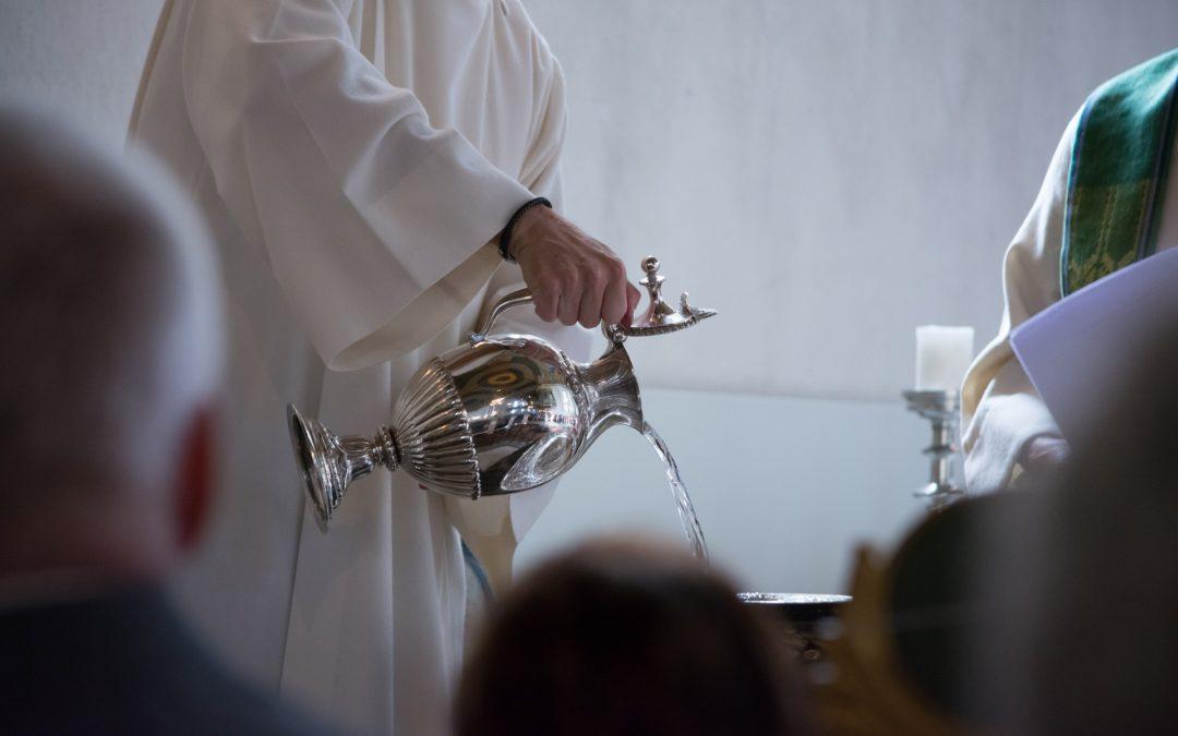Nous te prions pour tous les jeunes baptisés et leurs familles