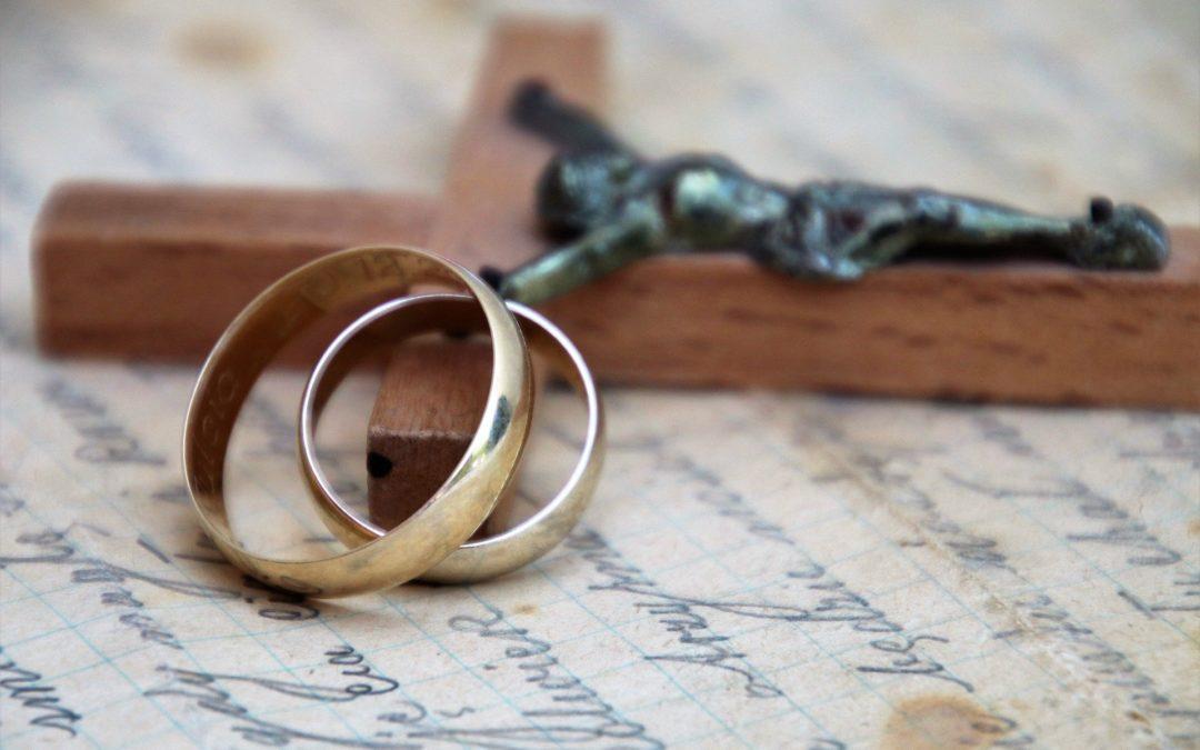 Seigneur nous te confions les fiancés qui cheminent vers le mariage et tous les couples en souffrance qui peinent à trouver leur chemin commun